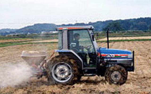 土を深く耕します